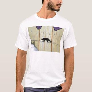 gehende Katze des Drahtseils T-Shirt