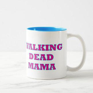 """""""Gehende tote Mutter """" Zweifarbige Tasse"""