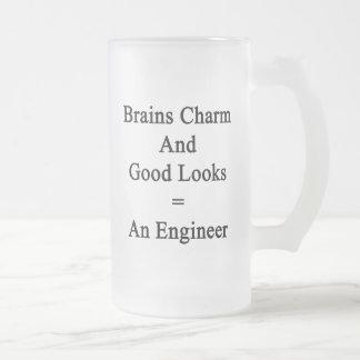 Gehirn-Charme und gute Blicke entspricht einem Mattglas Bierglas