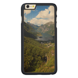 Geiranger Fjordlandschaft, Norwegen Carved® Maple iPhone 6 Plus Hülle