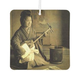 Geisha, der das Shamisen Vintages altes Japan übt Lufterfrischer
