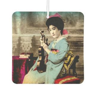 Geisha mit einem Violinen-Vintagen alten Lufterfrischer