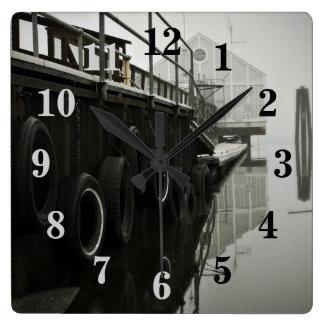 Geist-Dock nummerierte Wanduhr