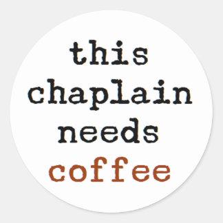 Geistliches benötigt Kaffee Runder Aufkleber