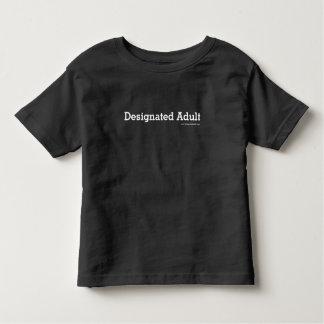 Gekennzeichneter Erwachsener - Kleinkind sortiert Kleinkind T-shirt