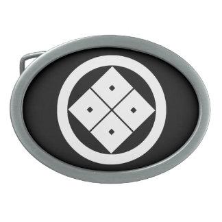 Gekippte Vier-Quadrataugen im Kreis Ovale Gürtelschnalle
