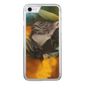 Gekräuselter Blauund GoldMacaw Carved iPhone 8/7 Hülle