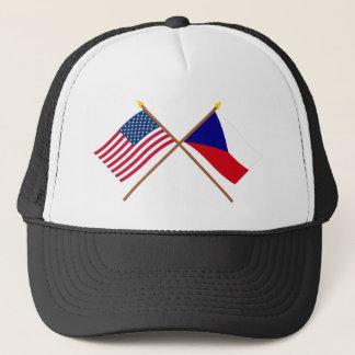 Gekreuzte Flaggen US und der Tschechischen Truckerkappe
