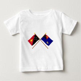 Gekreuzte Flaggen von png und von Baby T-shirt