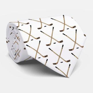 Gekreuzte Hockey-Stöcke und Kobold Krawatte