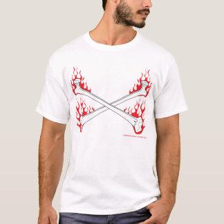 Gekreuzte Knochen mit Flammen-Kleinkind-T - Shirt
