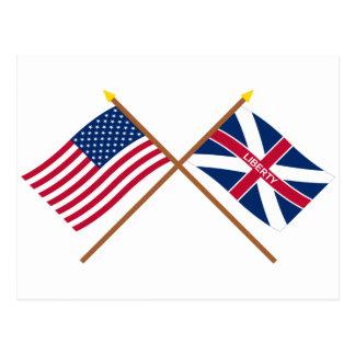 Gekreuzte US und Fort-Johnson-Flaggen Postkarte