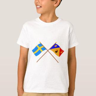 Gekreuztes Schweden und Stockholms län Flaggen T-Shirt