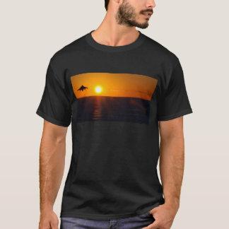 """""""GELÄNDELÄUFER-SONNENAUFGANG """" T-Shirt"""