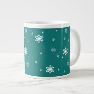 Gelassen ihm schneien, Schneeflocke-Muster auf Jumbo-Tasse