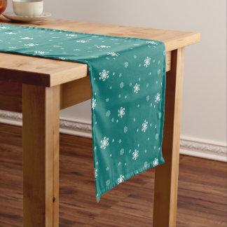 Gelassen ihm schneien, Schneeflocke-Muster auf Mittelgroßer Tischläufer