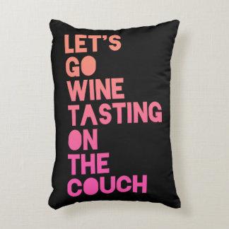 Gelassen uns gehen Wein-Probieren auf der Couch Zierkissen