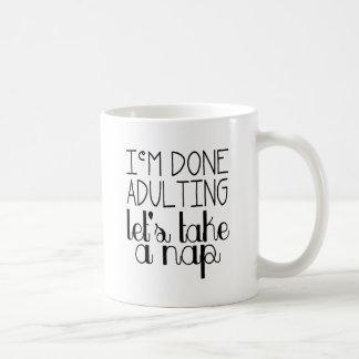 Gelassen uns nehmen Sie ein Nickerchen Kaffeetasse