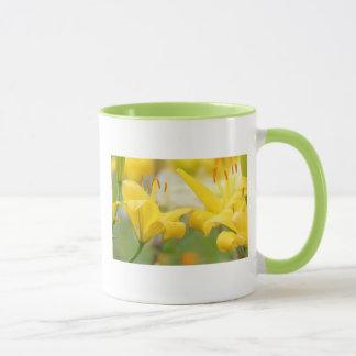 Gelb lilly tasse