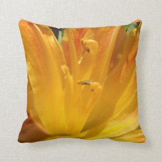 Gelb-orangee Tiger-Lilie Kissen