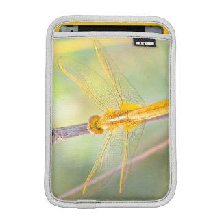 Gelb und Goldlibelle iPad Mini Sleeve