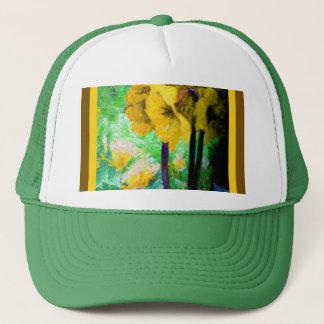 Gelbe Amaryllis-Blumen, die durch Sharles malen Truckerkappe