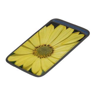 Gelbe Blume MacBook Sleeve