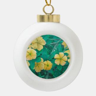 Gelbe Blumen an der Natur Keramik Kugel-Ornament