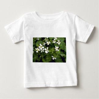 Gelbe Blumen des weißen Veilchens (Viola Baby T-shirt