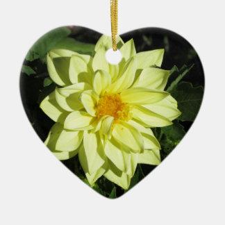 Gelbe Dahlie-Blume des Singles im Frühling Keramik Herz-Ornament