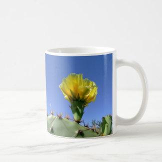 Gelbe Kaktus-Blume der stacheligen Birne Kaffeetasse
