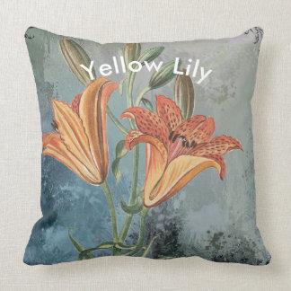Gelbe Lilie auf Blau beunruhigtem Hintergrund Kissen