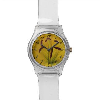 Gelbe Lilie gebogene Blumenblätter Handuhr