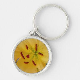 Gelbe Lilie weich und träumerisch Silberfarbener Runder Schlüsselanhänger