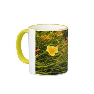 Gelbe Lilien-Kaffee-Tasse Ringer Tasse