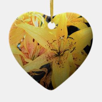 Gelbe Lilien-Weihnachtsverzierung Keramik Herz-Ornament