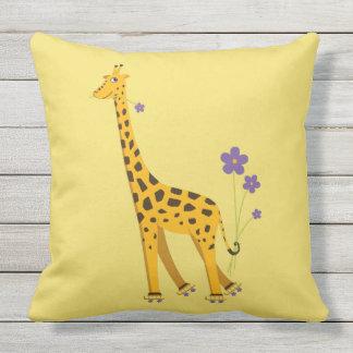 Gelbe lustige Rollen-Skaten-Giraffe Kissen Für Draußen