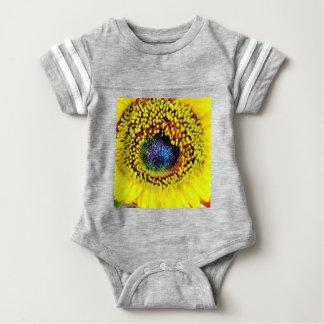 Gelbe Nahaufnahme Baby Strampler