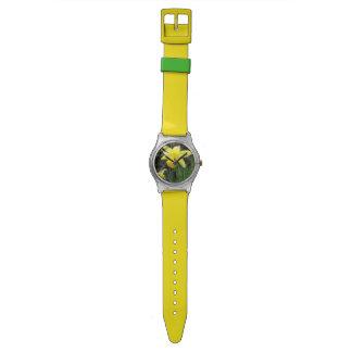 Gelbe Narzisse im weichen Fokus-Entwurf Armbanduhr