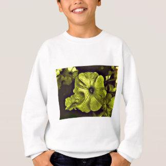 Gelbe Petunie flower.jpg Digital Sweatshirt