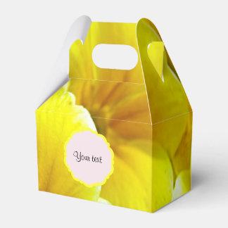 Gelbe Primeln Geschenkschachtel