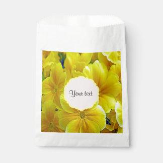 Gelbe Primeln Geschenktütchen
