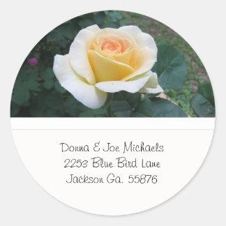 Gelbe Rosen-Adressen-Aufkleber Runder Aufkleber