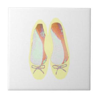 Gelbe Schuhe Fliese