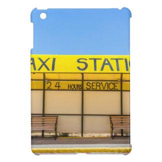 Gelbe Taxistation an der Küste in Griechenland iPad Mini Hülle