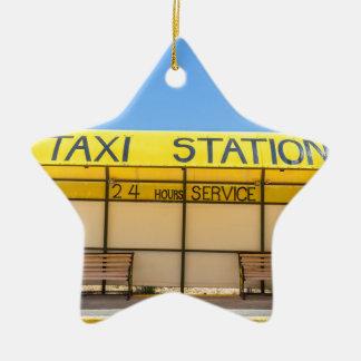 Gelbe Taxistation an der Küste in Griechenland Keramik Stern-Ornament