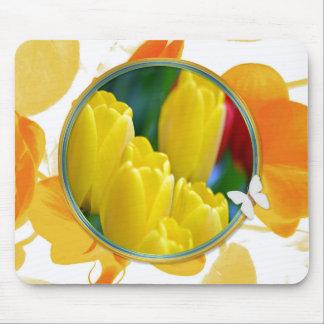 Gelbe Tulpen im bunten runden Rahmen Mousepad