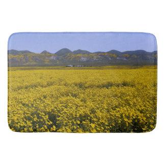 Gelbe Wildblume-Feld-Landschaft Badematte
