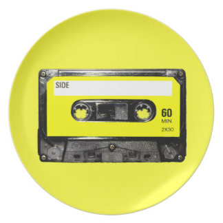 Gelber Aufkleber-Vintage Kassette Party Teller