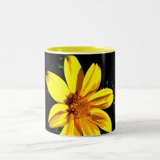 Gelber Blumen-Entwurf Zweifarbige Tasse